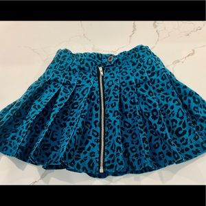 Girls Size 5 blue leopard print zipper skirt